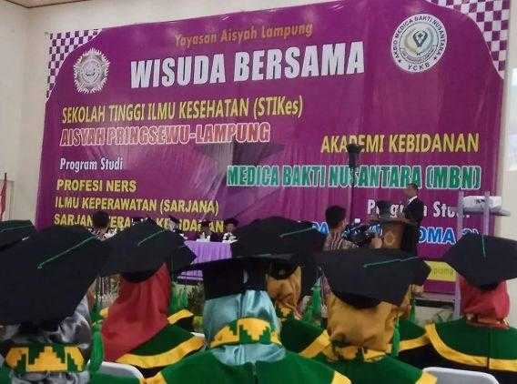 Wisuda Bersama STIKes Aisyah Pringsewu Dan Akbid Medica Bakti Nusantara Luluskan 353 Tenaga Kesehatan