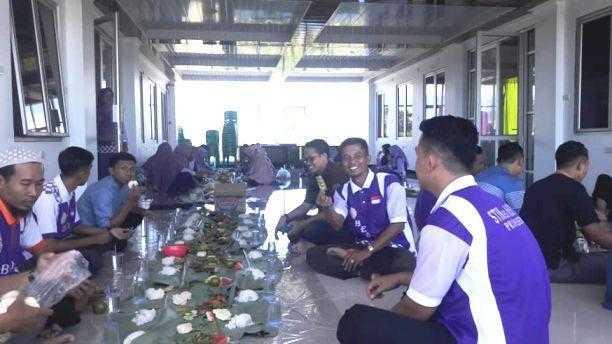 Bancakan Makan Bersama Mentradisikan Kebersamaan Dalam Kekeluargaan